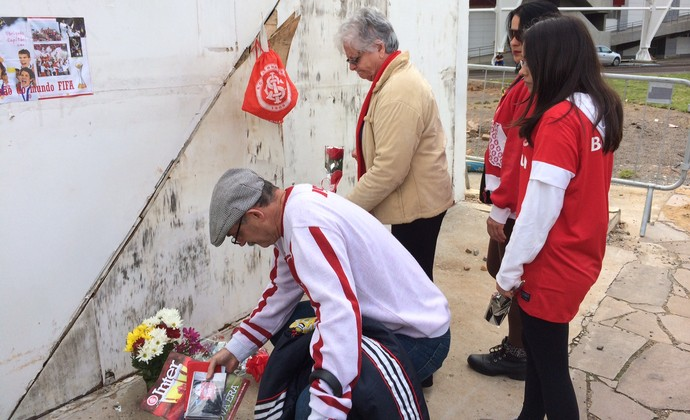Fernandao homenagem beira-rio torcedores (Foto: Carla Simon/GloboEsporte.com)