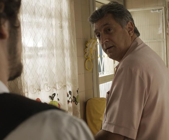 Jorge fica sem entender a situação (Foto: TV Globo)