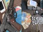 Suspeitos de roubar restaurante são presos com armas e dinheiro no AP