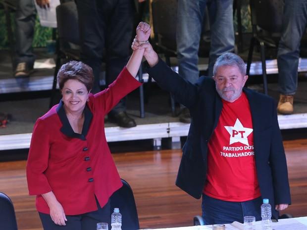 A presidente Dilma Rousseff e o ex-presidente Luiz Inácio Lula da Silva participam do 14º Encontro Nacional do PT, no Centro de Convenções Anhembi, na zona norte de São Paulo, nesta sexta-feira. (Foto: Daniel Teixeira/Estadão Conteúdo)