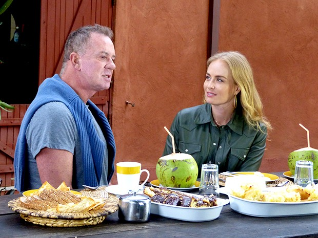 Luiz Fernando e Angélica saboreiam iguarias deliciosas (Foto: Estrelas / TV Globo)