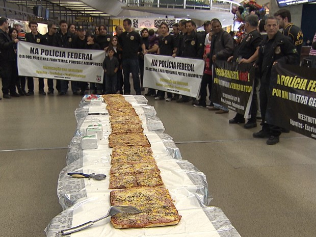 PF serviu pizza no Aeroporto de Confins (Foto: Reprodu&#231;&#227;o/TV Globo)