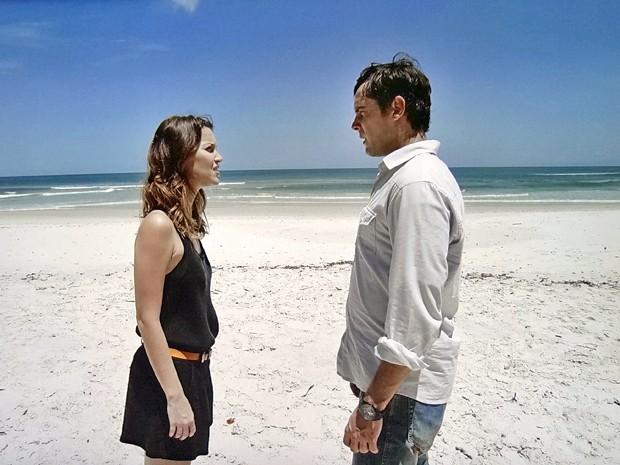O médium vai atrás do seu amor e decide contar tudo o que sabe (Foto: TV Globo)
