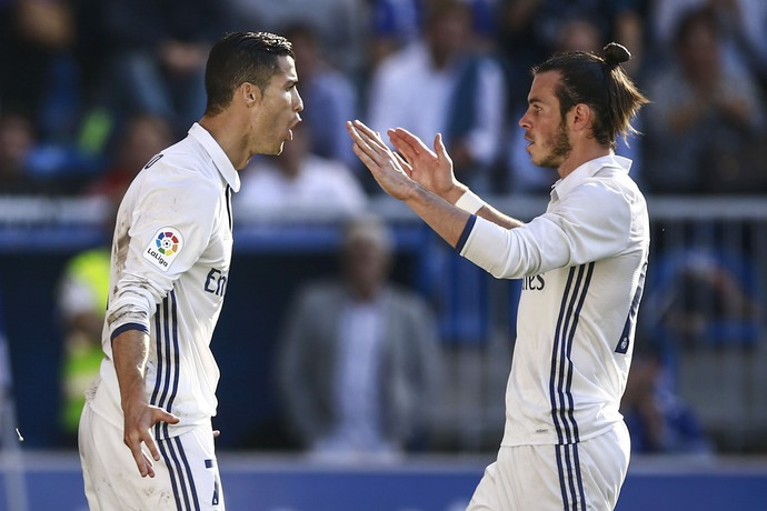 CR7 e Bale comemoram gol pelo Real Madrid diante do Alavés (Foto: Gonzalo Arroyo Moreno/Getty Images)