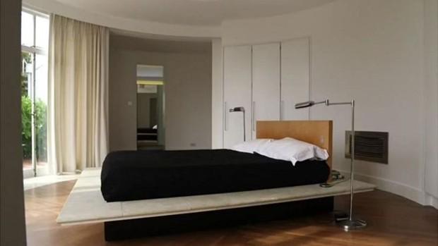 ste quarto se dividia em dois graças aos separadores que estavam perto da saída do cômodo  (Foto: BBC)