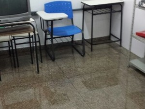 Equipamentos e divisórias de bloco são afetadas por chuvas (Foto: Alexandre Pereira/Arquivo Pessoal)