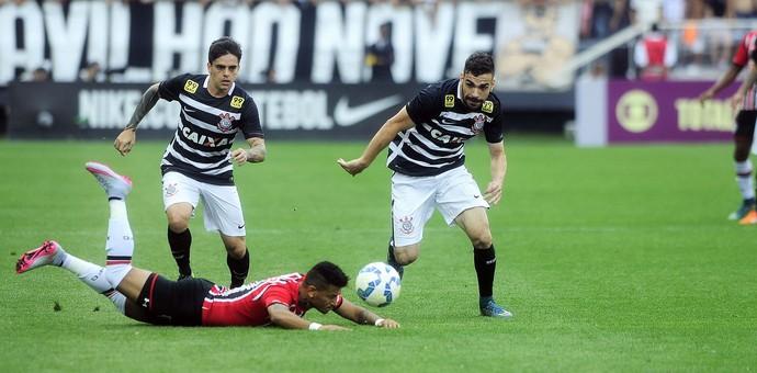 Corinthians x São Paulo fagner rogério felipe (Foto: Marcos Ribolli)