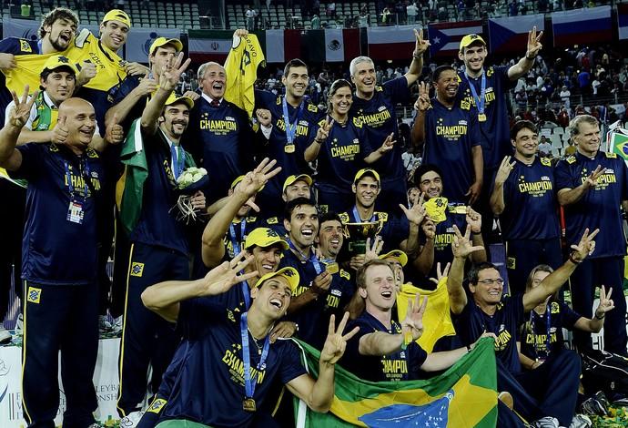 Ary Graça e Seleção de vôlei (Foto: Agência O Globo)