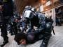 PM desocupa escola, e alunos fecham avenida (Leonardo Benassatto/Futura Press/Estadão Conteúdo)
