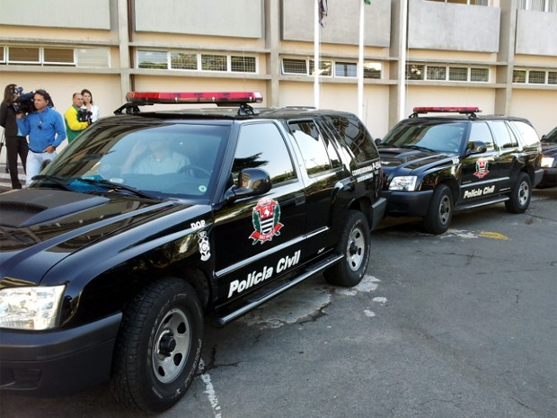 Policiais da Corregedoria chegam com presos para depoimentos em Campinas  (Foto: Marcello Carvalho/G1)