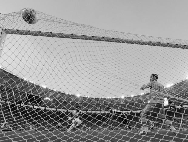 BLOG: Bola na pequena área é sempre do goleiro? A análise dos gols das decisões dos Estaduais
