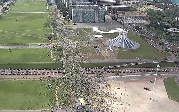 contra o governo (GloboNews)