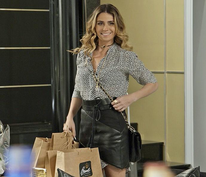 O estilo de Atena faz sucesso em 'A Regra do Jogo' (Foto: TV Globo)