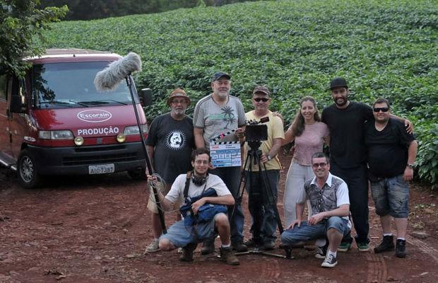 Equipe que produziu o documentário sobre a Folia de Reis no Paraná (Foto: Gilson Camargo)
