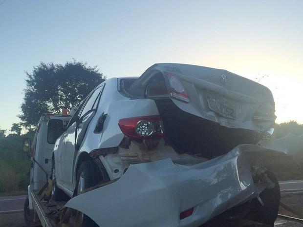 Veículos precisaram de guincho para serem removidos do local do acidente (Foto: Jaru Online/Reprodução)