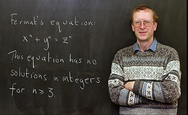 Andrew Wiles exibe em lousa a conjectura de Fermat, em foto de 1998 (Foto: Charles Rex Arbogast/AP/Arquivo)