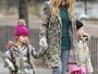 Sarah Jessica Parker e filhas encaram o frio e esbanjam estilo