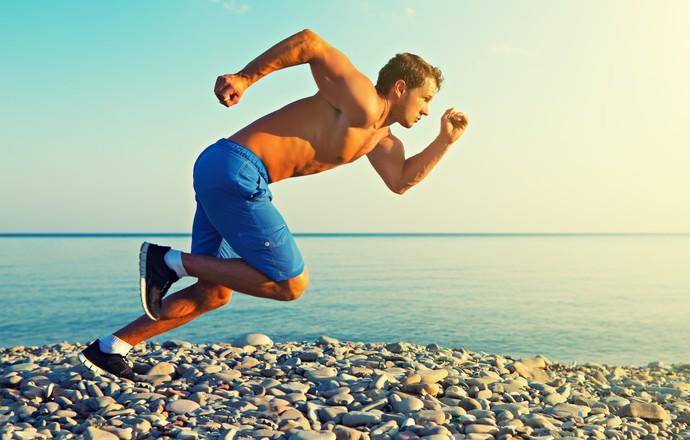 Homem correndo em velocidade euatleta (Foto: IStock Getty Images)