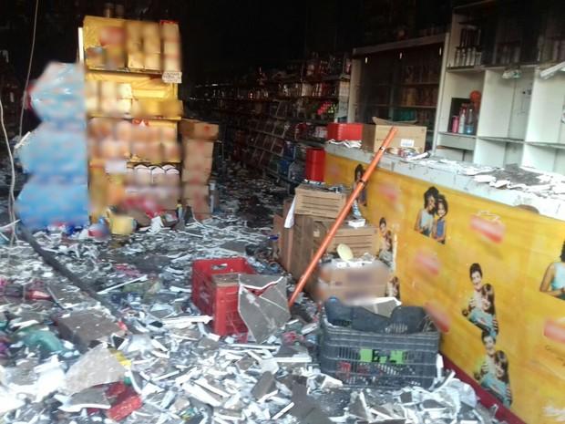 Parte do teto de supermercado desabou em Altinho (Foto: Divulgação/Corpo de Bombeiros)