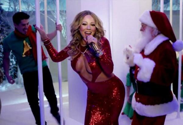 Mariah Carey, seu namorado ao fundo, e o Papai Noel (Foto: Instagram)