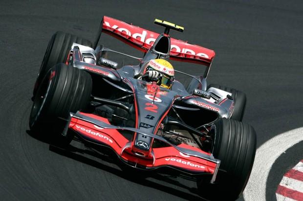 A McLaren cromada como essa de 2007 era linda demais (Foto: Divulgação)