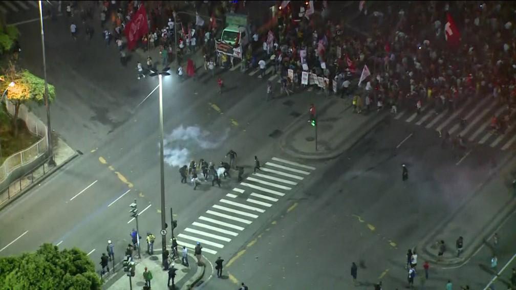 Protesto no Rio teve princípio de tumulto (Foto: Reprodução/Globonews)