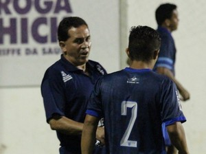 Cacerense técnico Adilson Baiano (Foto: Olímpio Vasconcelos)
