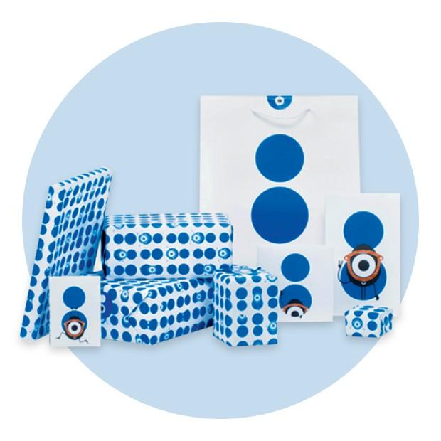 Algumas das sacolas e embalagens com poás azuis, que são símbolo da colette (Foto: Divulgação e Reprodução Instagram)