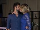 Bruno Gagliasso e Giovanna Ewbank trocam carinhos em evento em SP