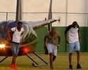 Sandro Silva chega de helicóptero em pelada beneficente cheia de estrelas