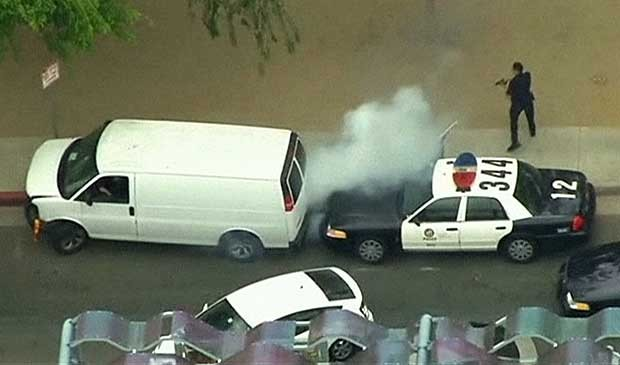 Motorista não foi contido nem por colisões nem por pneus furados por tiros da polícia. (Foto: BBC)