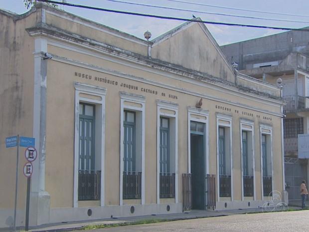 Museu Joaquim Caetano da Silva, em Macapá, está fechado para reforma (Foto: Reprodução/TV Amapá)
