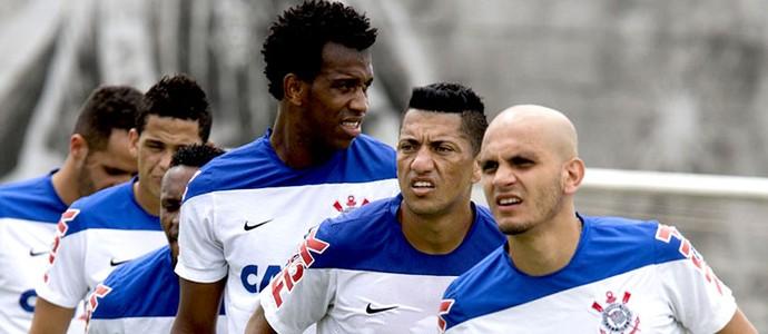 jogadores no treino do Corinthians Gil Fabio Santos Ralf (Foto: Daniel Augusto Jr. / Agência Corinthians)