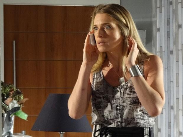 Antonia se assusta ao perceber que vai ser descoberta (Foto: Salve Jorge/TV Globo)