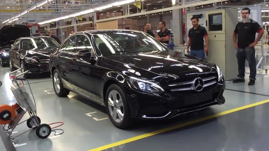 Mercedes lança Classe C nacional, com motor flex