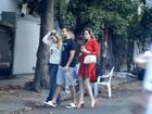 Ex-BBBs Ana Paula, Cacau e Matheus passeiam juntos no Rio