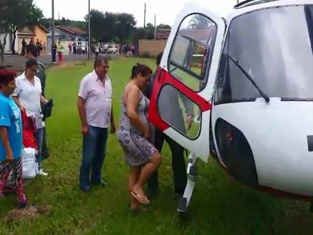Gestante em trabalho de parto foi resgatada pelo Águia da PM (Foto: Divulgação/ Águia PM )