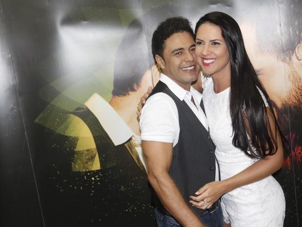 Zezé Di Camargo com a namorada, Graciele Lacerda, na cidade de Amargosa, na Bahia (Foto: Fred Pontes/ Divulgação)
