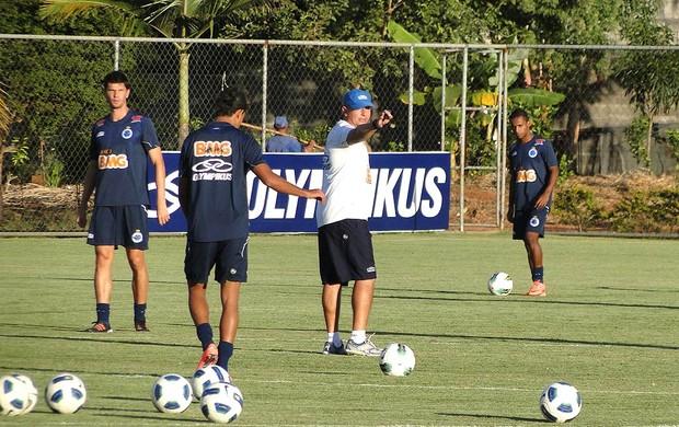 Quintiliano Lemos comando treino do Cruzeiro (Foto: Marco Antônio Astoni / Globoesporte.com)
