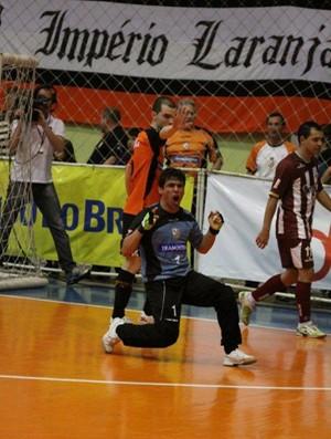 Carlos Barbosa, de Lavoisier, vence o Orlândia nas quartas de final da Liga Futsal (Foto: Divulgação/ACBF)