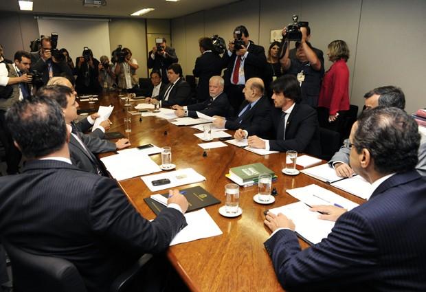 O presidente da Câmara, Henrique Alves (PMDB-RN), à dir, e demais deputados da Mesa Diretora, durante reunião para discutir sobre cargos na Casa (Foto: Alexandra Martins/Câmara dos Deputados)