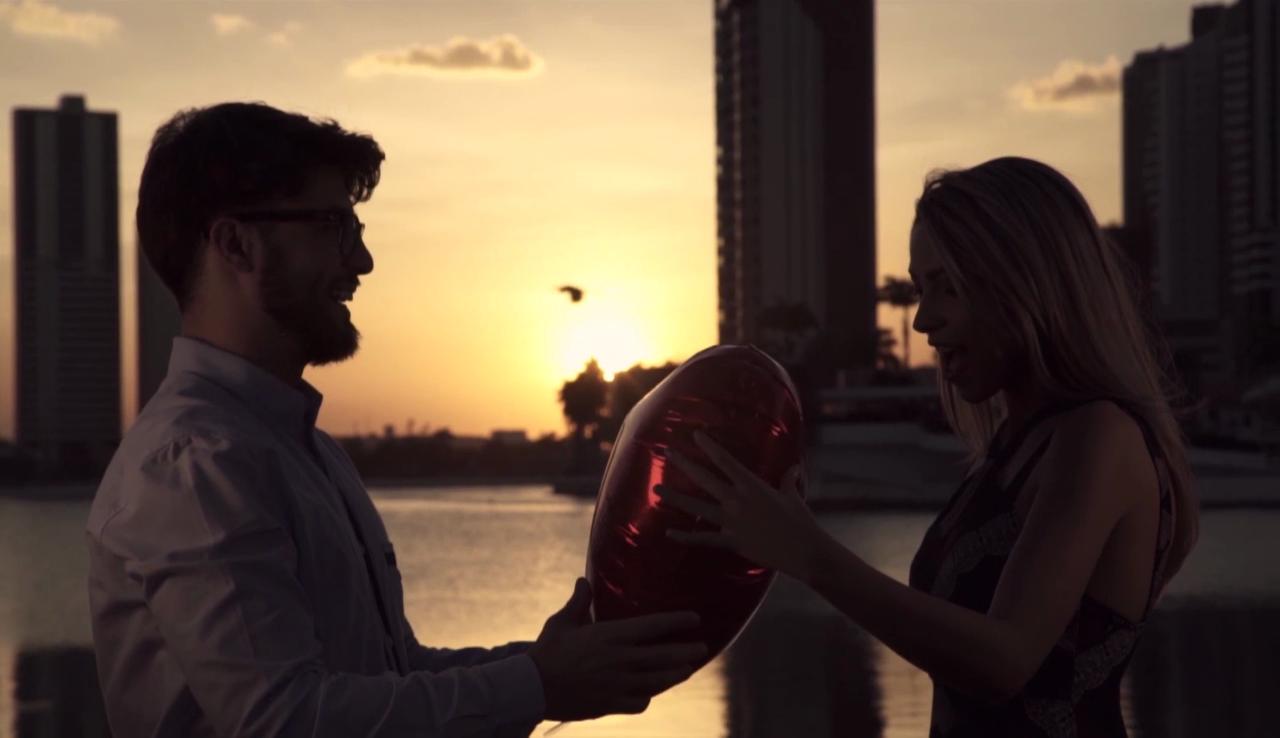 Na versão da TV Paraíba, vídeo traz cenas de Campina Grande  (Foto: Reprodução)