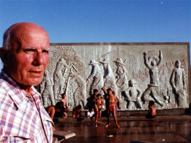 Bassano Vaccarini em 1982, na Praça do Trabalhador, em Altinópolis (Foto: Arquivo Pessoal)