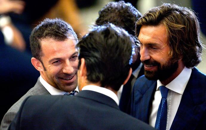 Pirlo e Del Piero encontro de jogadores com o Papa no Vaticano (Foto: AFP)