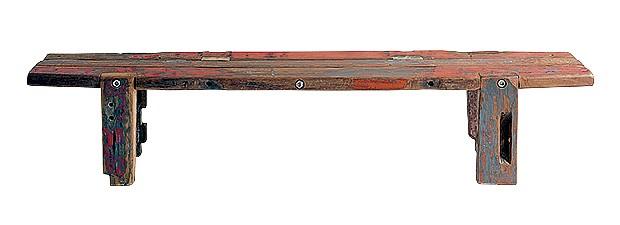 Obanco Daniela, 2,10 x 0,36 x 0,45 m, que pode servir de mesa, compõe-se de madeira reaproveitada de chassis de caminhão. R$ 2.100 (Foto: Divulgação)