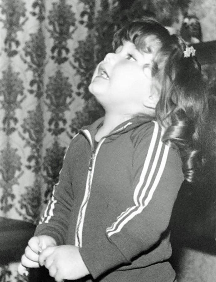 A pequena Ellen Rocche, com apenas dois aninhos (Foto: Arquivo Pessoal)
