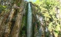 Cascata da Ferradura atrai famílias e aventureiros em Candelária (Reprodução/RBS TV)