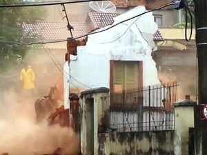 Demolição de casarões em São João del Rei (Foto: Reprodução/TV Integração)