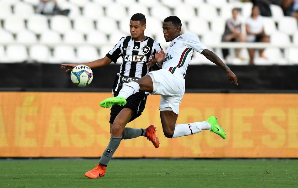 Botafogo derrota o Fluminense por 3 a 1 e decide o título da Taça Rio contra  o Vasco. Capa ec3db199cdfdc