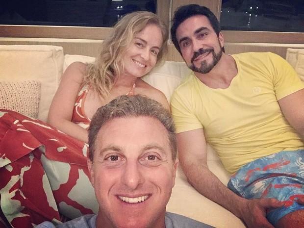 Angélica e Luciano Huck com padre Fábio de Melo (Foto: Reprodução/Instagram)